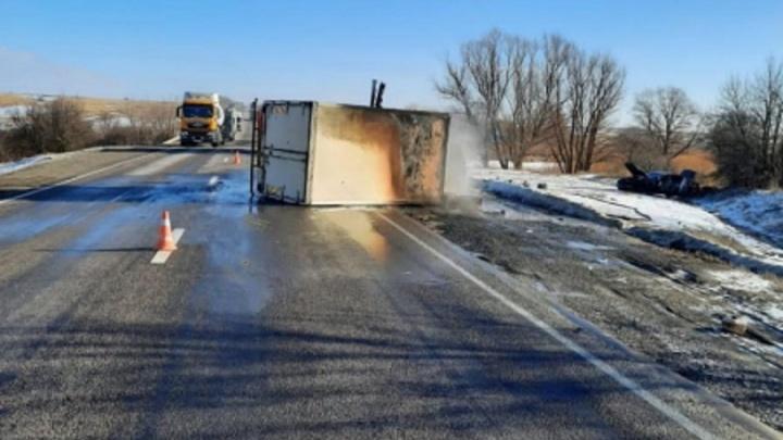 Об опасности не думал — человек же погибал: житель Волгоградской области спас водителя из горящей на трассе машины
