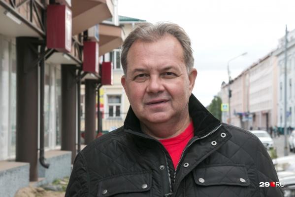 """В прошлом интервью 29.RU Виктор Павленко сказал, <a href=""""https://29.ru/text/gorod/53359481/"""" target=""""_blank"""" class=""""_"""">что из области сделали общипанную курицу</a>"""