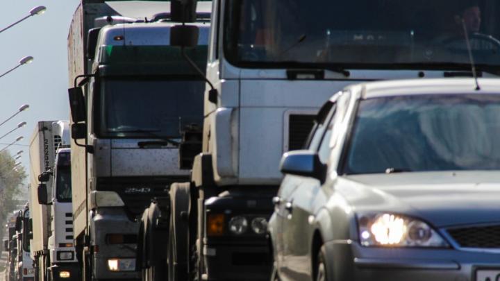 На южном выезде из Ростова образовалась многокилометровая пробка