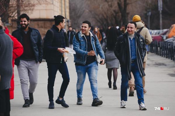 Иностранцы, которые остались в России, а не уехали домой, 1 сентября пойдут на занятия вместе с остальными студентами