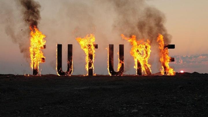 «Хотел бы я сжечь будущее, но всё и так сгорело»: Тима Радя рассказал об огненном арт-проекте