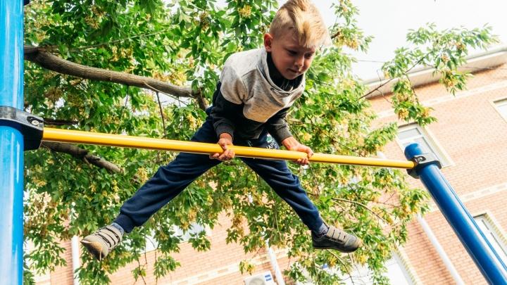 «Завтракаем и идем до вечера на турники»: семилетний омич взял золото на соревнованиях по воркауту