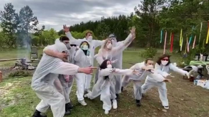 «В этот раз мы предохранялись!»: скандально известная компания красноярцев демонстративно выехала на шашлыки
