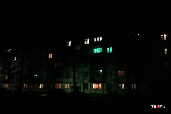 Многие переславцы по вечерам стали ходить по тёмным улицам с фонариками
