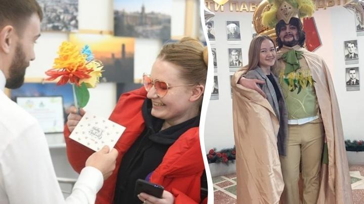 8 Марта в Челябинске: женщинам устроили капустник, пригласили для них целовальников и Киркорова