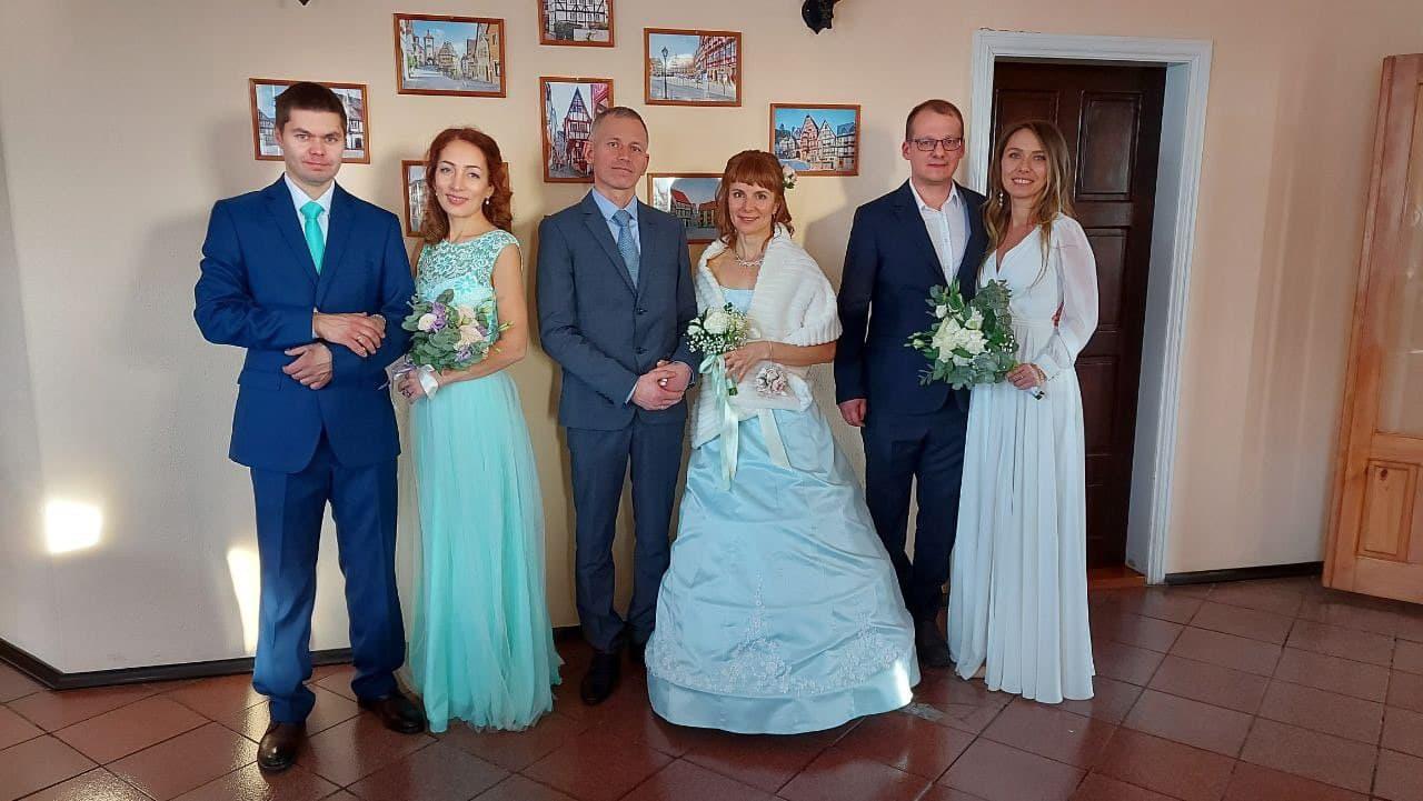 В сибирское село пары приехали из разных уголков страны