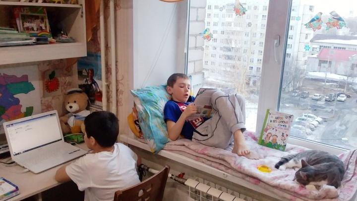 «Внимания детям не хватает»: северянка предлагает отпустить родителей домой с сохранением зарплаты