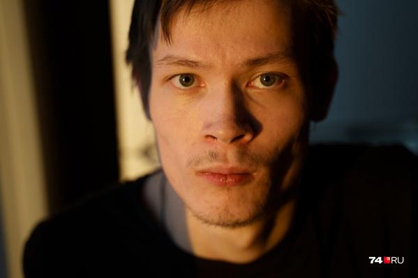 Олег Багабанов родился в Челябинске, большую часть жизни провел в детдоме. О родственниках впервые услышал в 18 лет