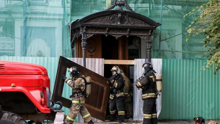 Огонь потушен полностью: онлайн-трансляция с пожара в музее Горького