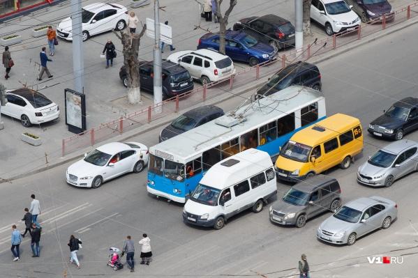 Экологию и здоровье волгоградцев убивает загруженность дорог и их состояние