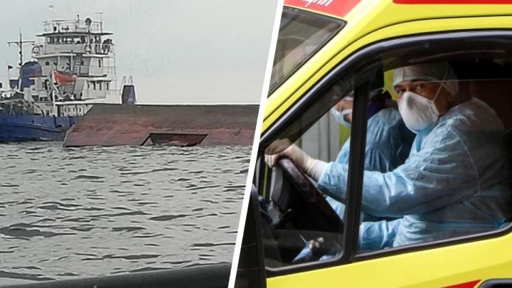Затонувшая баржа и новые смерти от COVID-19: главные новости Ярославской области за сутки. Коротко