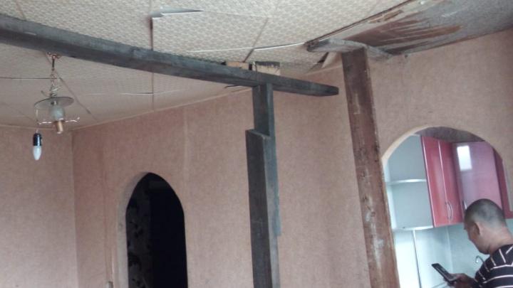 В Порт-Артуре в квартире двухэтажного дома обрушился потолок