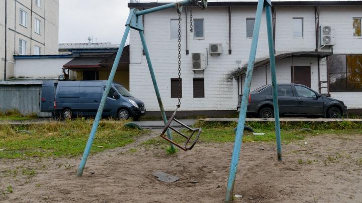 В Архангельске отремонтируют более 50 детских площадок: рассказываем, где именно