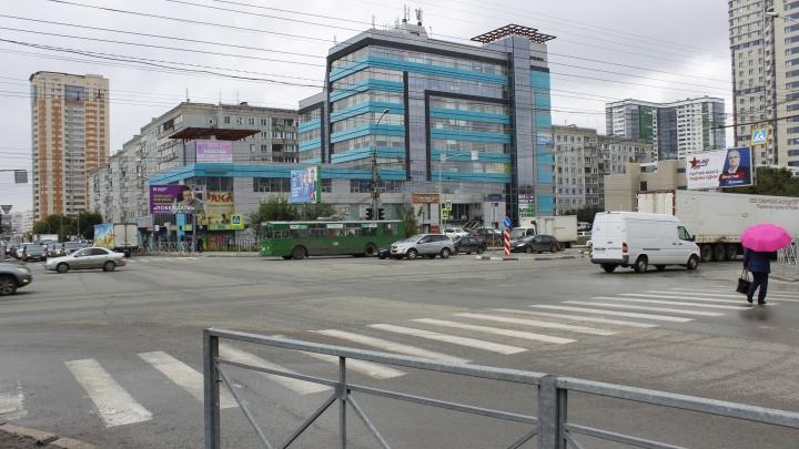 Перекрёсток Ипподромской — Кропоткина: показываем массовые нарушения водителей в этом месте — что именно они творят