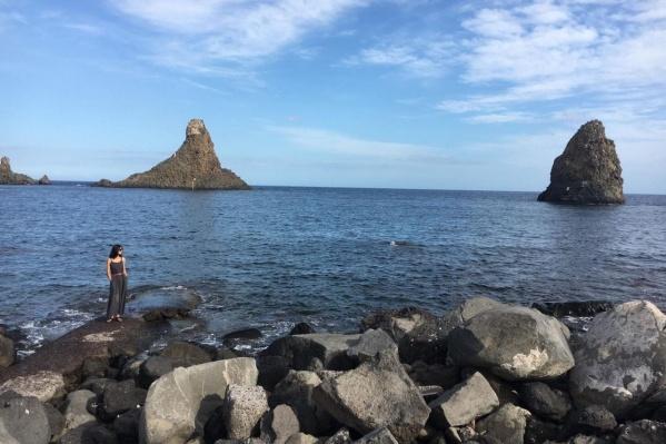 Катания находится на побережье, но местные жители лишены сейчас возможности бывать на море — в городе действует жесткий карантин