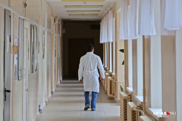 В стационарах республики врачи лечат 306 зараженных