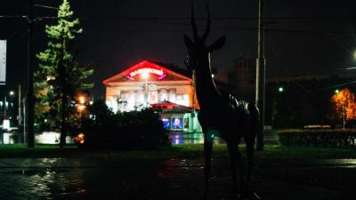 Дождь под покровом ночи: гуляем по осеннему центру Омска