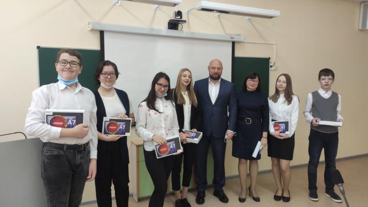 Владимир Кошелев сделал новогодний подарок талантливым детям из Крутых Ключей