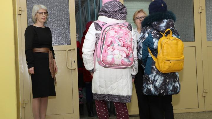 В школах Дзержинска ввели свободное посещение из-за опасности коронавируса