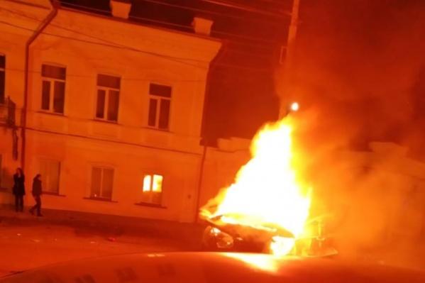 В Lexus заживо сгорела женщина