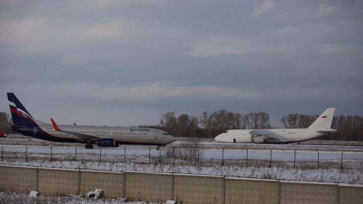 Разговор диспетчеров во время экстренной посадки в Толмачёво попал на видео