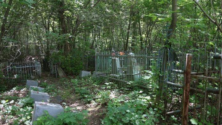 В Башкирии введут штрафы за неправильную установку памятников и некорректное поведение на кладбищах