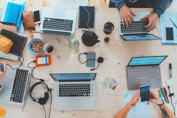 Предприниматель может вести группу или продвигаться в личном аккаунте