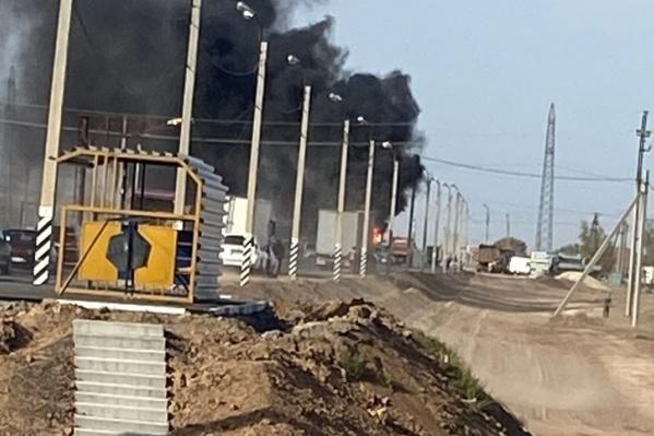 Водитель успел увести горящую машину на обочину