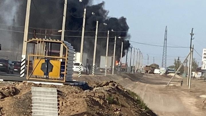 Кабина сгорела моментально: на посту ГИБДД на въезде в Волгоград вспыхнула фура