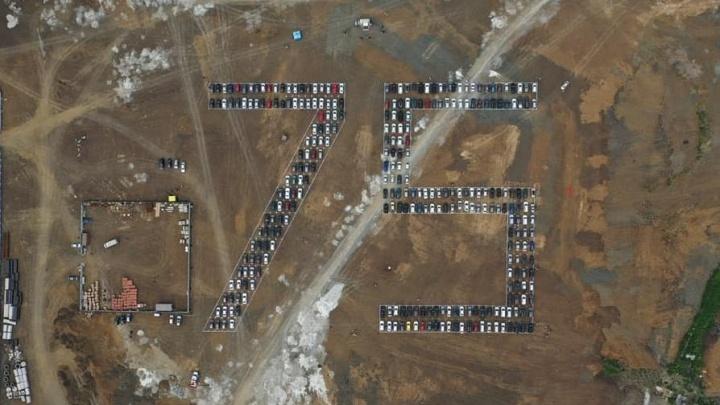 В Кемерово установили российский рекорд: из 300 авто создали цифру 75