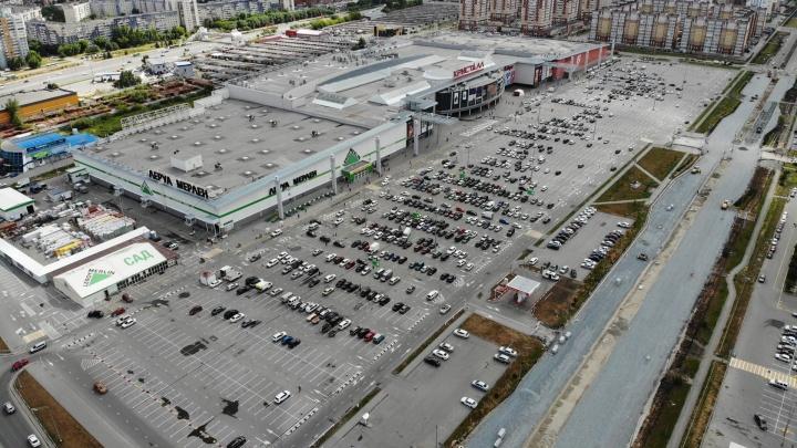 Парковочное место свободно: смотрите на ТРЦ в Тюмени с высоты 120 метров