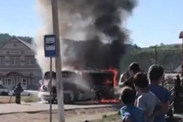 В Башкирии загорелся автобус с пассажирами, источник UFA1.RU рассказал о причине пожара