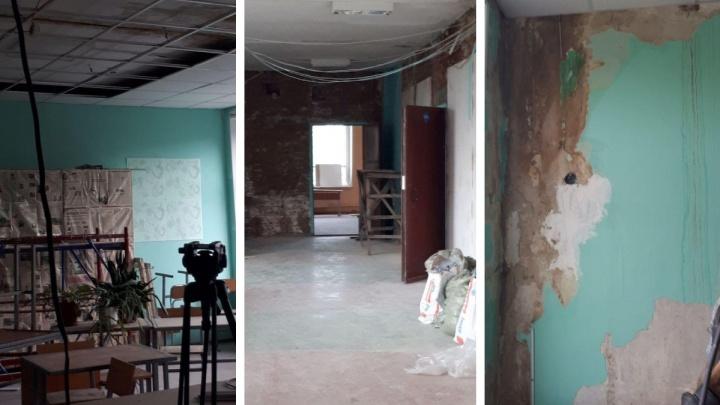 Челябинскую школу, где протекла крыша и появилась плесень, не успели отремонтировать к 1 Сентября