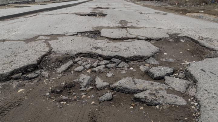 В Волгограде Вторая Продольная встретила снегопады новыми выбоинами