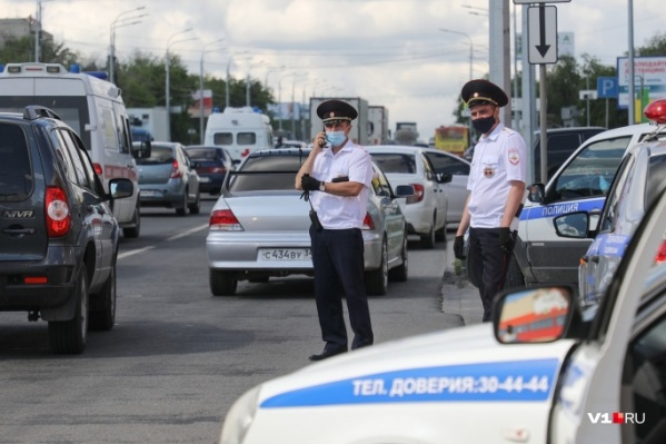 Водителей останавливают массово на всех дорогах волгоградского региона
