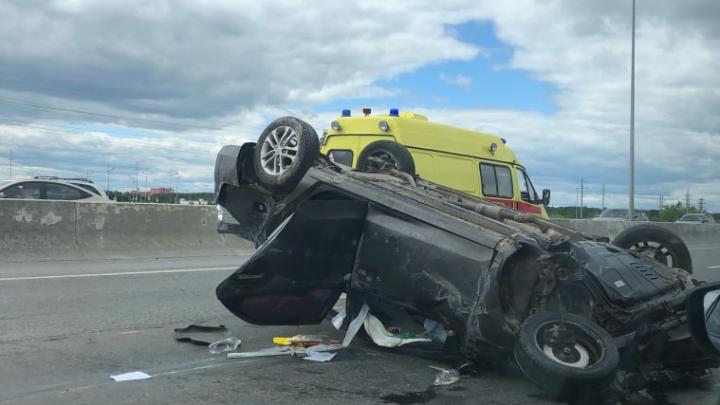 В дорожной аварии на Закалужской, где машина перевернулась на крышу, пострадали двое