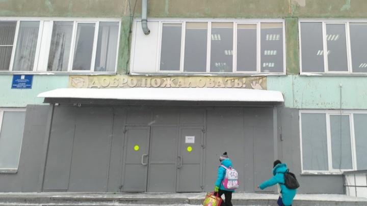 Трое на одного: в Новосибирске семиклассник оказался в реанимации после драки с другими учениками