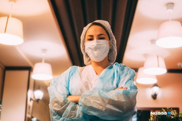 Зачастую медики живут своей работой, справляют в больнице и дни рождения, и Новый год. Хорошо, когда коллектив сплоченный, как семья