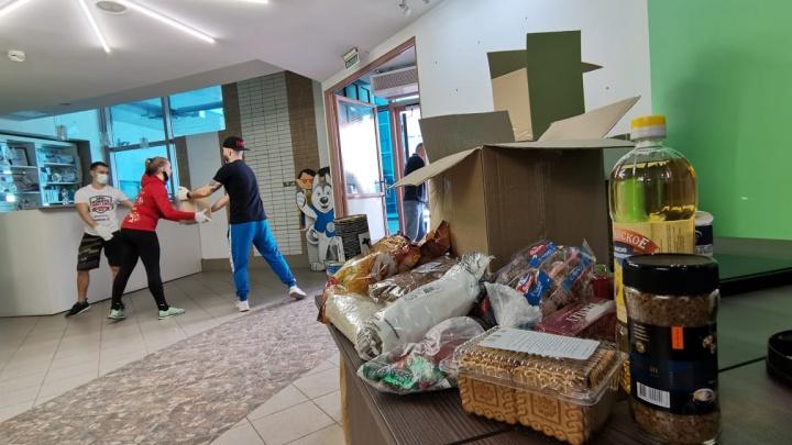 Про гречку не забыли! Изучаем содержимое коробок с продуктами для малоимущих семей