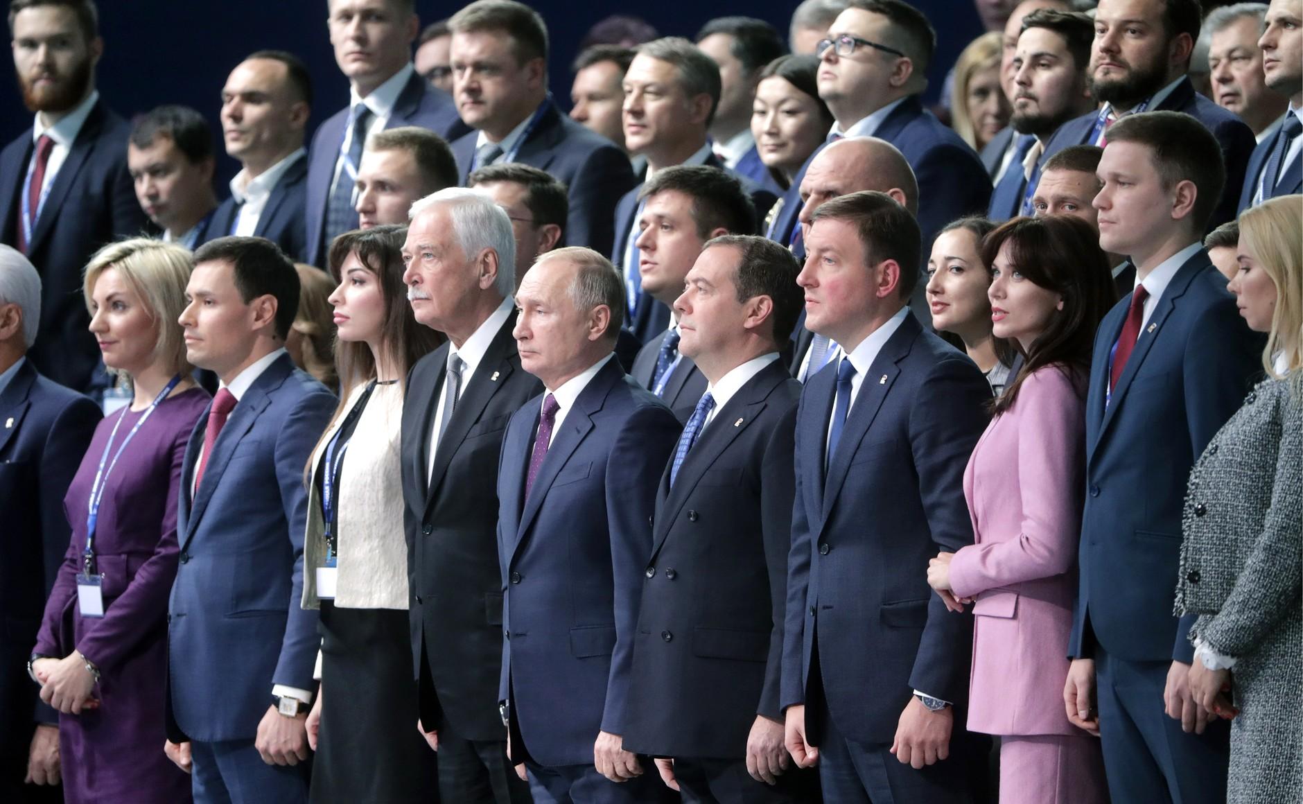 съезд «Единой России» в 2019 году, Наталья Абрамова крайняя слева в первом ряду