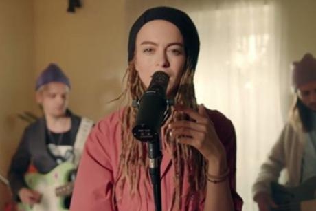 «Это беспредел!»: музыканты Alai Oli выпустили ролик в поддержку девушки, на которую завели дело об экстремизме