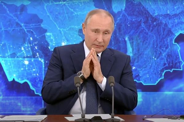 Судя по всему, Архангельскую область перепутали с Алтайским краем. Тем не менее Путин поручил губернатору урегулировать вопрос закрытия больниц в глубинке