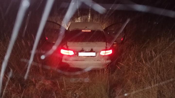 Нашли в кювете: в Ярославской области за рулем автомобиля скончался водитель
