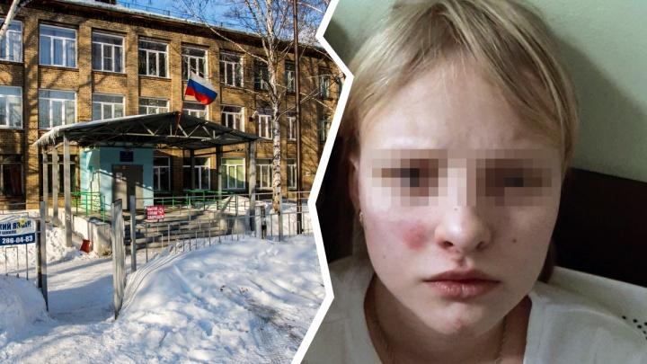 Пинали по лицу, вымогали деньги. В новосибирской школе ученицы жестоко избили семиклассницу