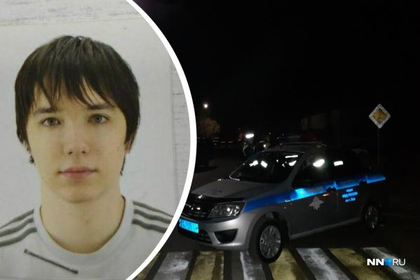 Подозреваемый — Даниил Монахов, 18 лет, житель Нижнего Новгорода. После совершённого массового убийства он покинул место преступления, забрав с собой два ружья и боезапас