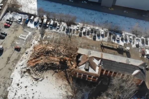 В мэрии сообщили, что решение о строительстве жилья на месте школы № 222 приняли еще несколько лет назад<br>