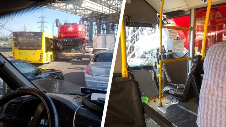Огромная пробка: у Жигулевской ГЭС произошло ДТП с автобусом и фурой