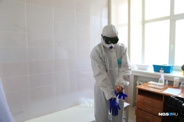 Анализы на коронавирус в Новосибирске делают не только бесплатно — по показаниям, но и за деньги — всем желающим в частных клиниках