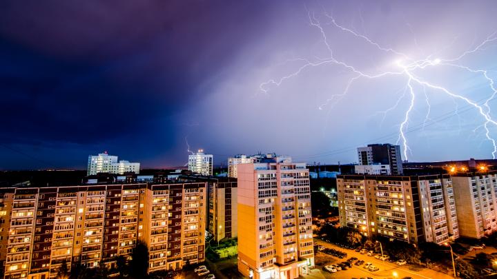 Грозовой фоторепортаж: 25 лучших кадров молнии над Екатеринбургом