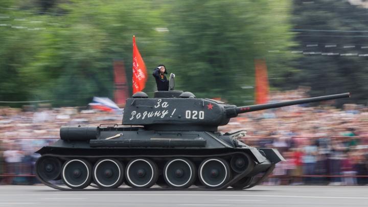42 единицы техники и ретроавтомобили: в Волгограде с 8 июня стартует подготовка к параду Победы